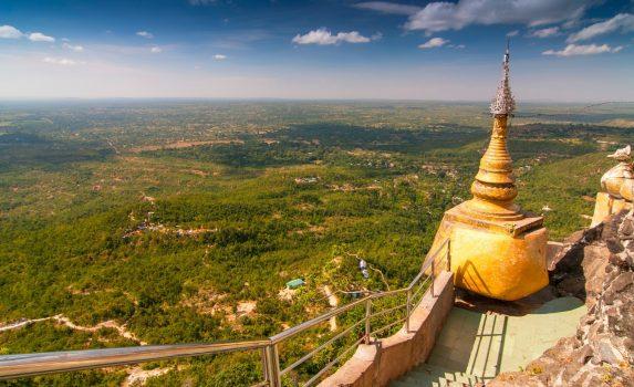 「天空の寺院」ポッパ山から見る風景 ミャンマーの風景