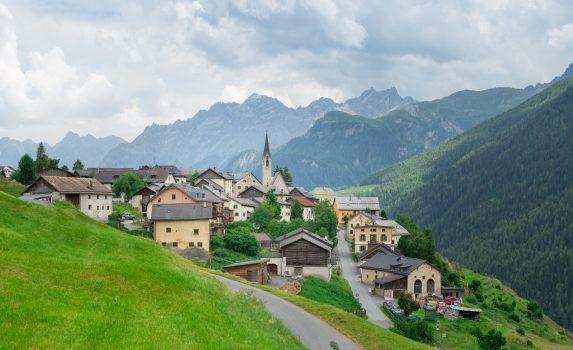 スイスの美しい村 グアルダの風景 スイスの風景