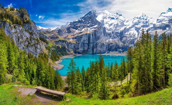 エッシネン湖とスイス・アルプスの風景 スイスの風景