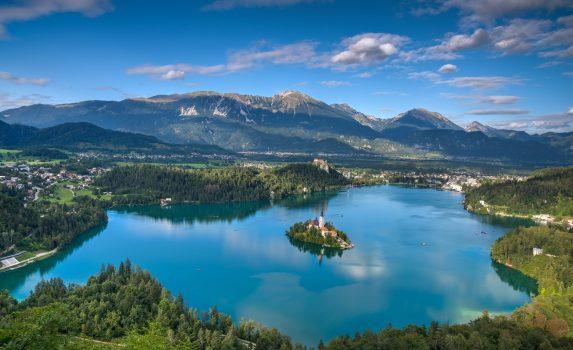 夏のブレッド湖 スロベニアの風景