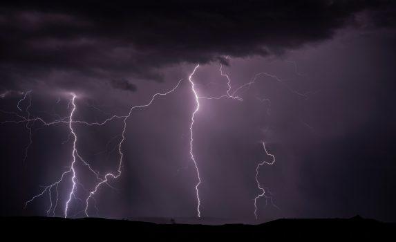 嵐の中の稲光 ユタ州南部 アメリカの風景