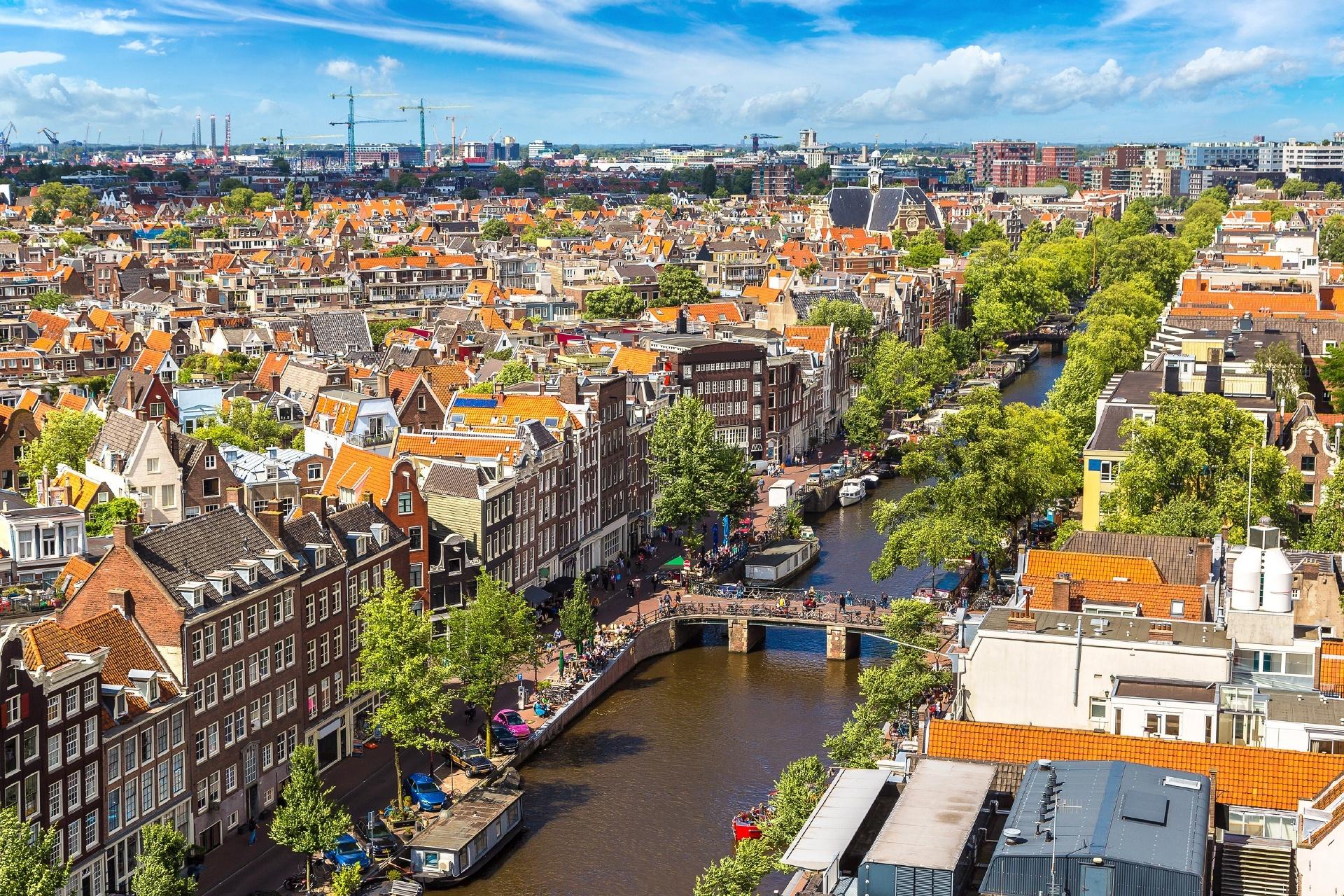 美しい夏の日のアムステルダムの風景 オランダの風景