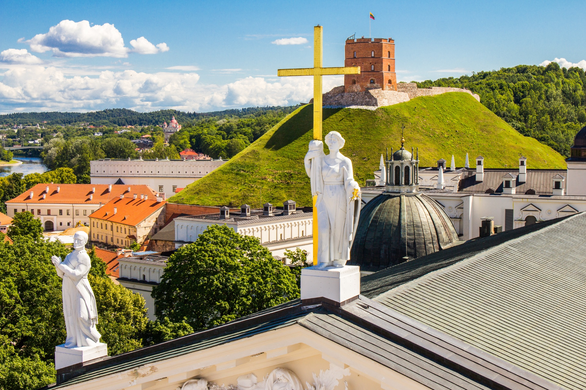 ゲディミナス塔とヴィリニュスの旧市街の風景 リトアニアの風景