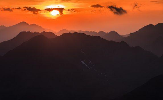 モルドベアヌ山から見る夕日 ルーマニアの風景
