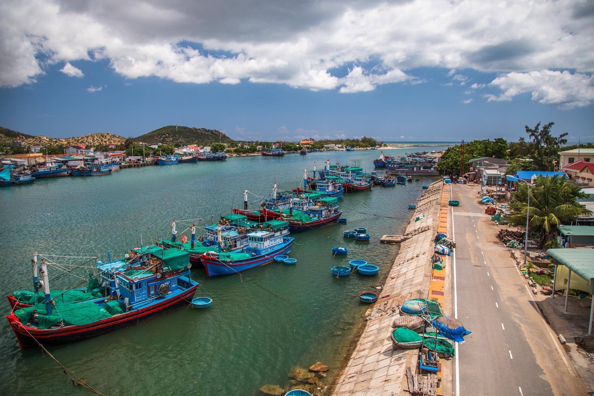 漁船が並ぶ風景 ベトナムの風景