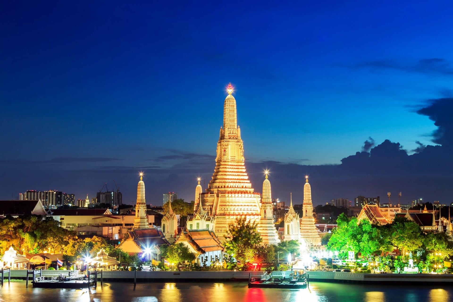 日暮れ時のワット・アルン タイの風景
