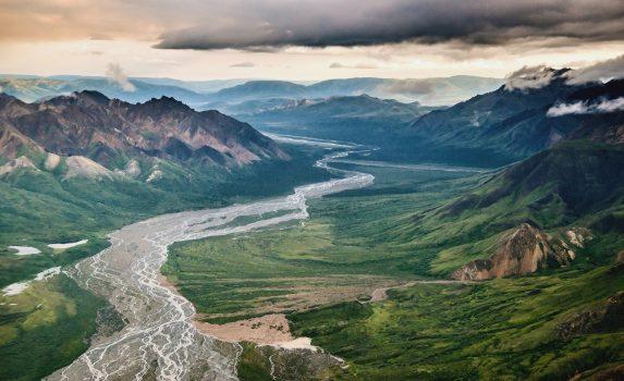 アラスカの夏の風景 アメリカの風景