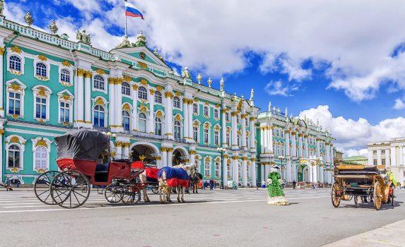 サンクトペテルブルクの宮殿広場 ロシアの風景
