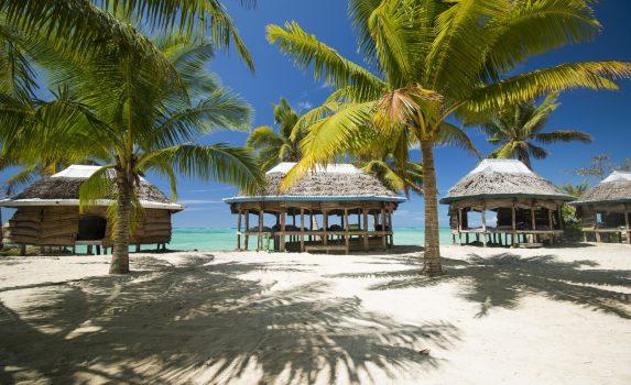 青い海と白い砂浜とヤシの木の風景 サモアの風景