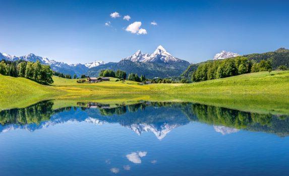 夏のアルプスの風景