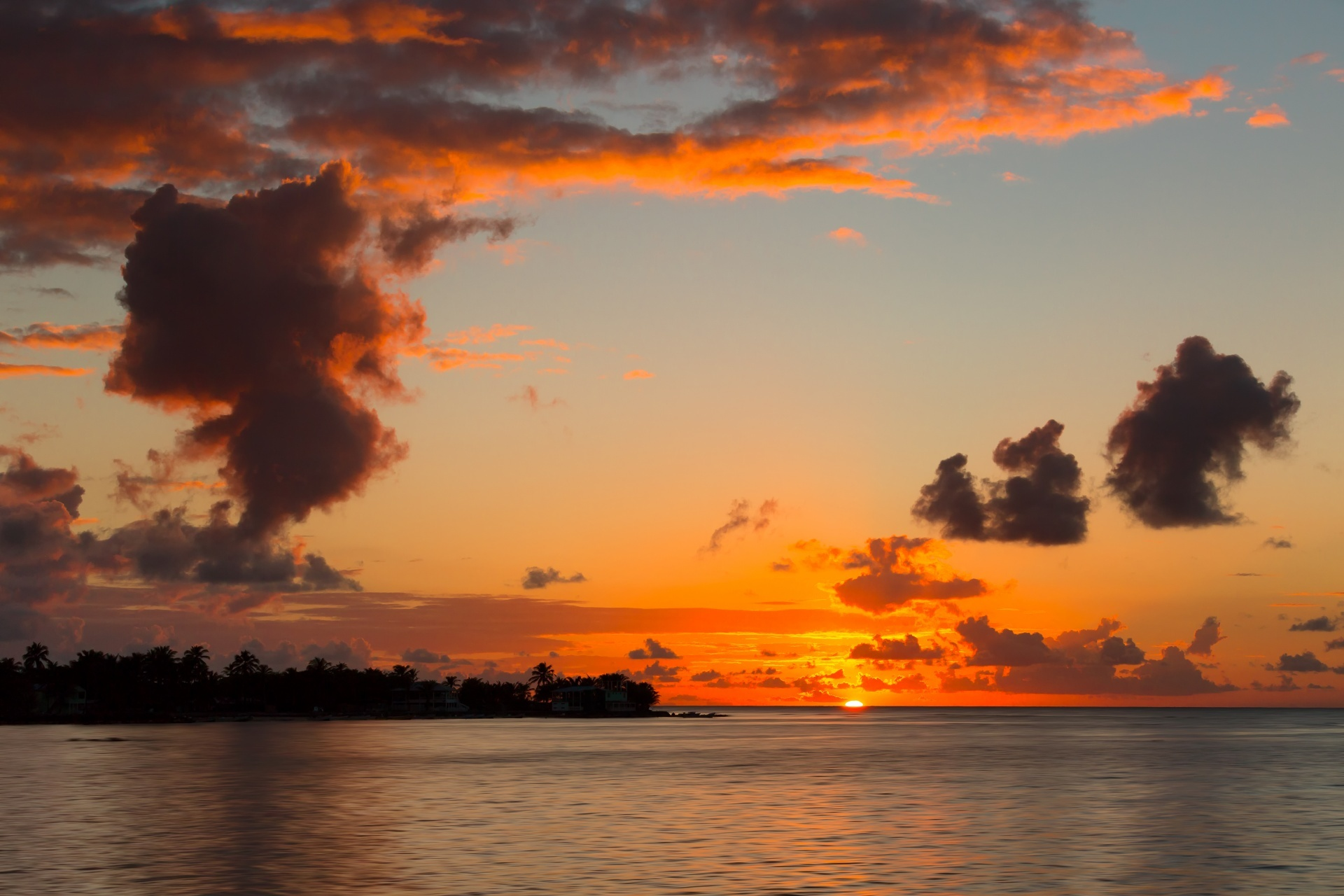 カリブ海コーン諸島 ビッグコーン島の夕日 ニカラグアの風景