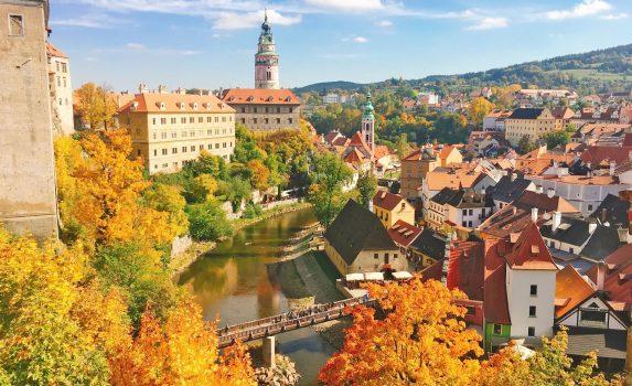秋のチェスキー・クルムロフ チェコの風景