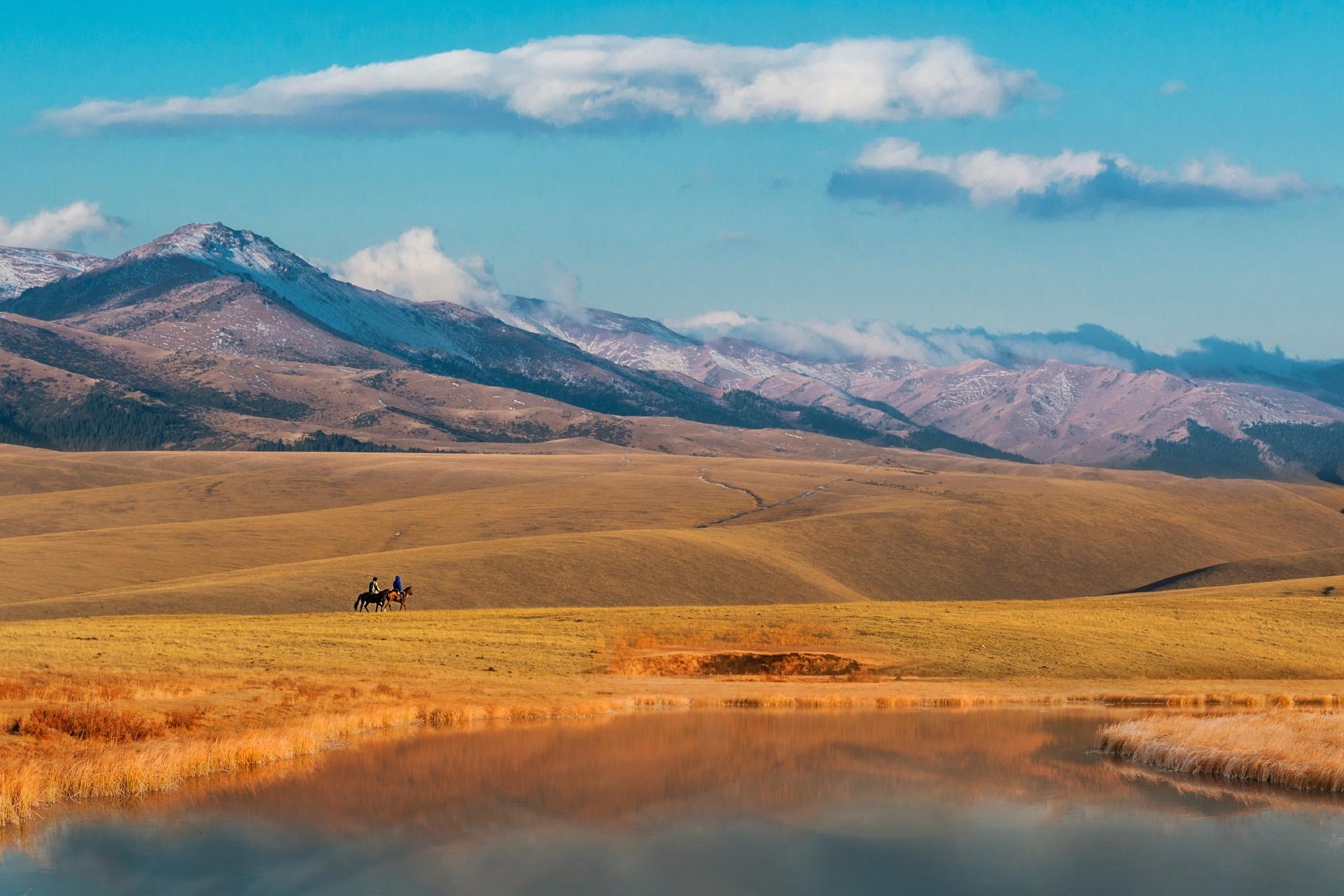 イリ・アラタウ山脈の風景 カザフスタンの風景
