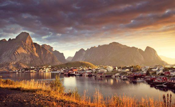秋のロフォーテン諸島 レーヌの風景 ノルウェーの風景