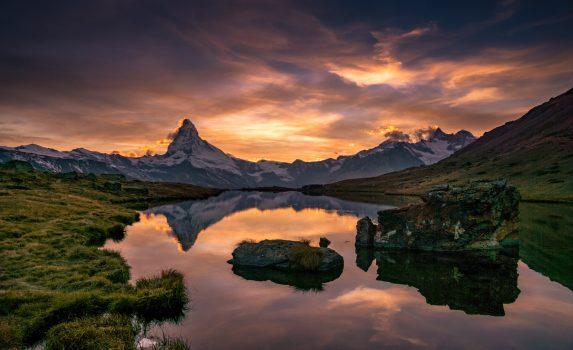 夕暮れのツェルマット マッターホルンとシュテリゼー スイスの風景