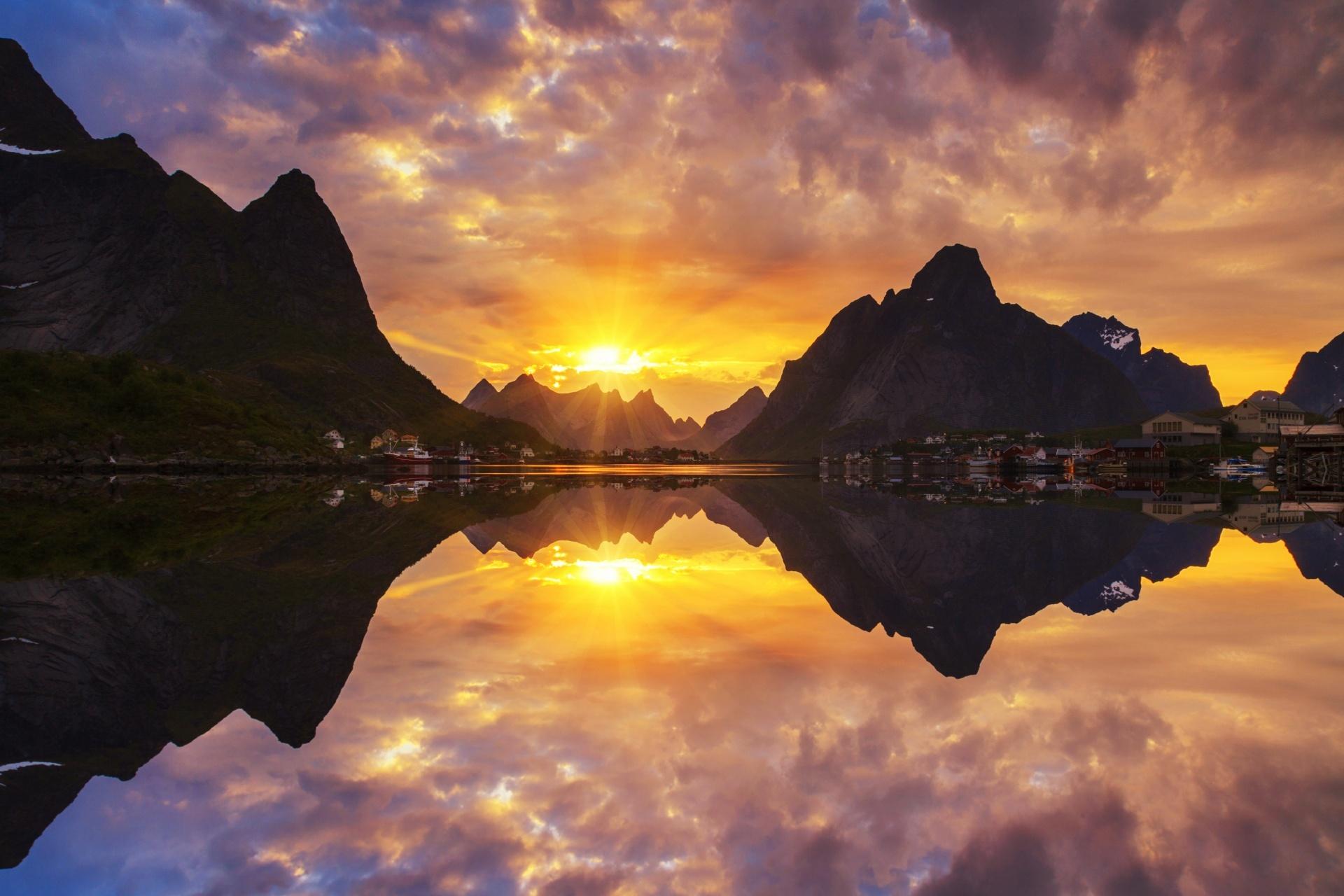 ロフォーテン諸島の夕日 ノルウェーの風景