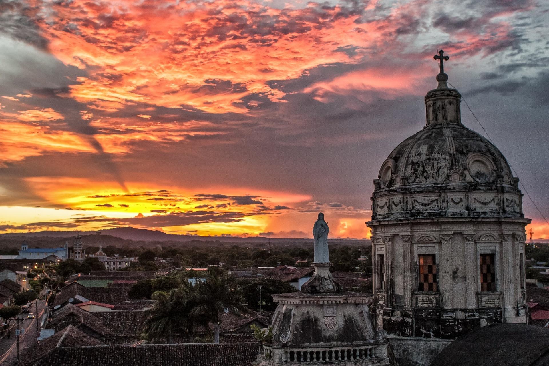 メルセー教会から眺める夕暮れのグラナダの風景 ニカラグアの風景
