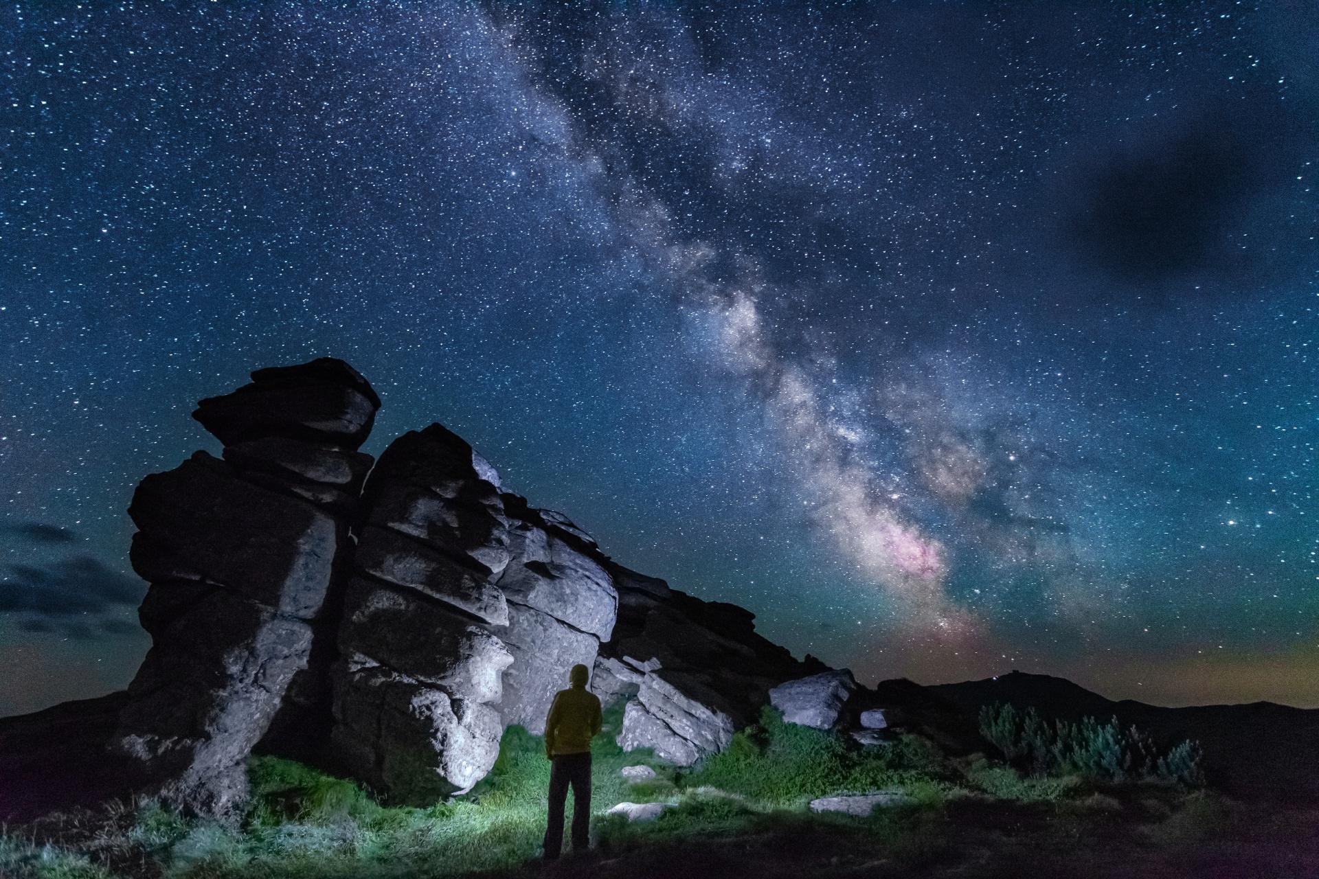 天の川と満天の星空 カルパティア山脈 ウクライナの風景