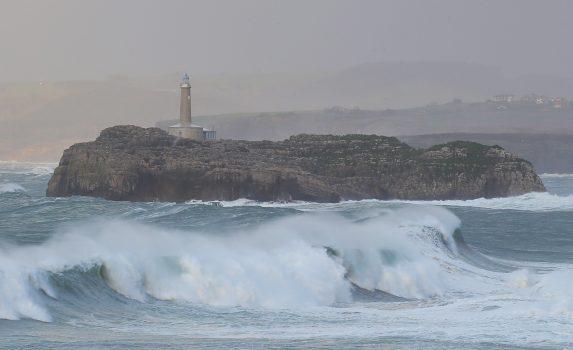 嵐の日のモウロ島 スペインの風景