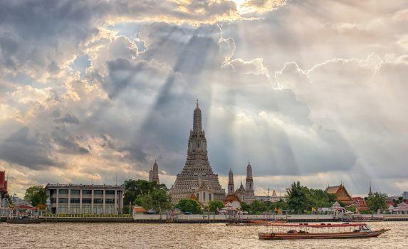 ワット・アルン(暁の寺) タイの風景