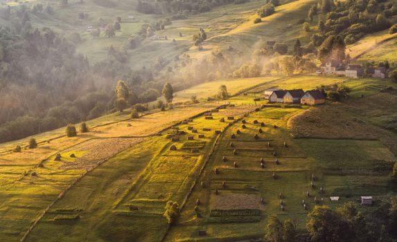 秋のカルパティアの風景 ウクライナの風景
