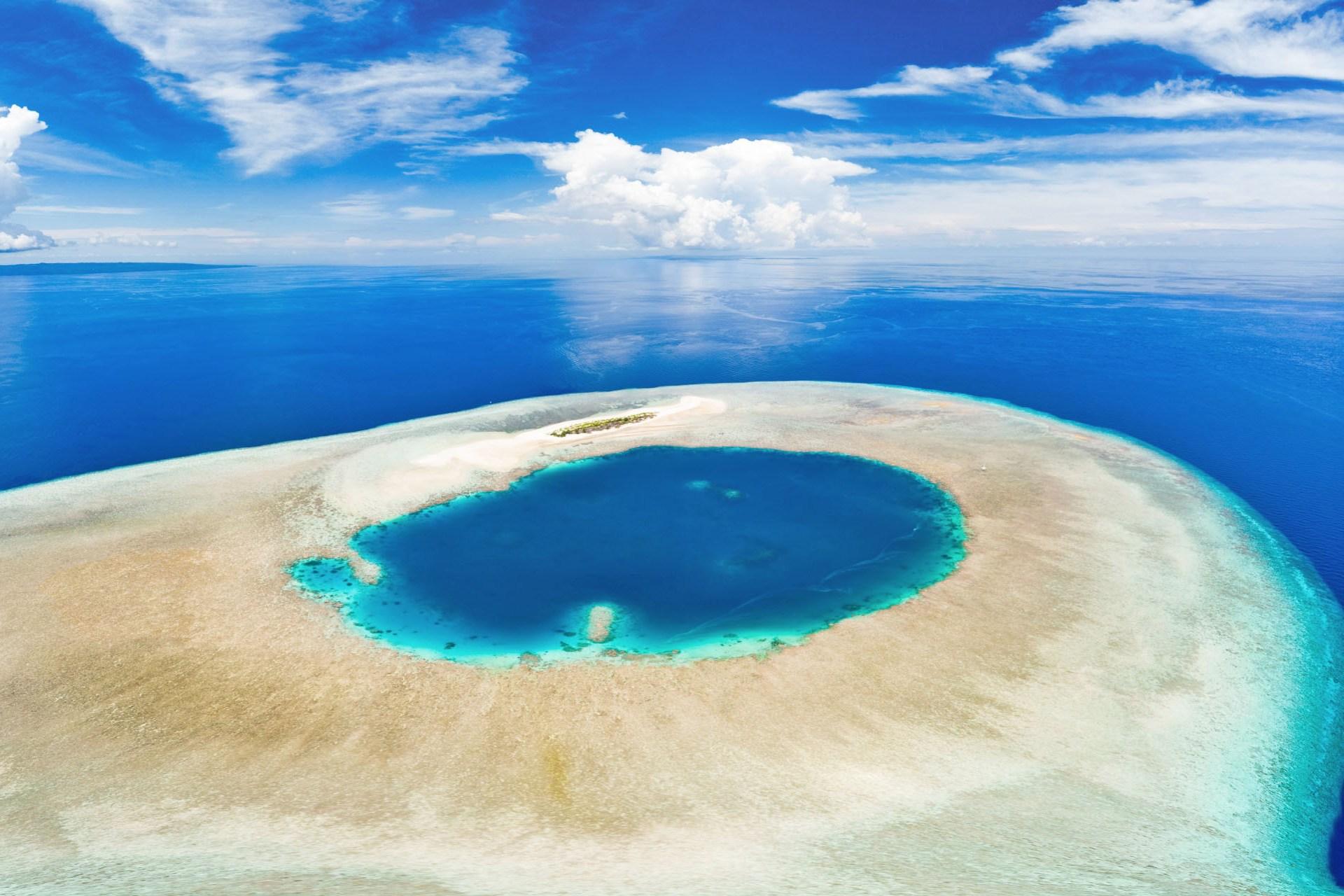 ワカトビのサンゴ礁  インドネシアの風景