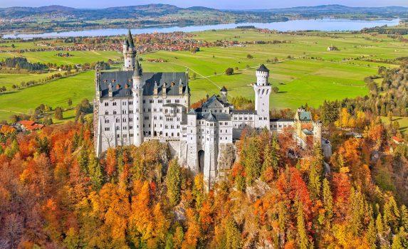 秋のノイシュヴァンシュタイン城 ドイツの風景