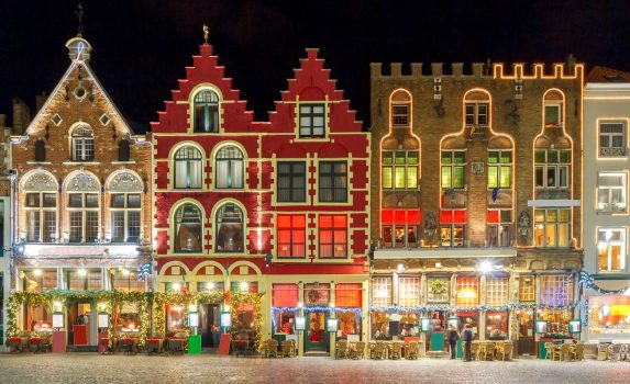 クリスマスのイルミネーション ブルージュ ベルギーの風景