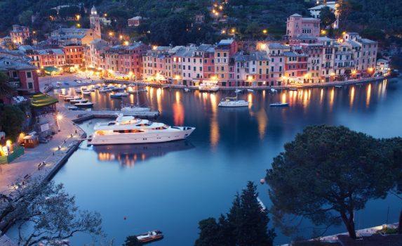 夕暮れ時のポルトフィーノの海岸の風景 イタリアの風景