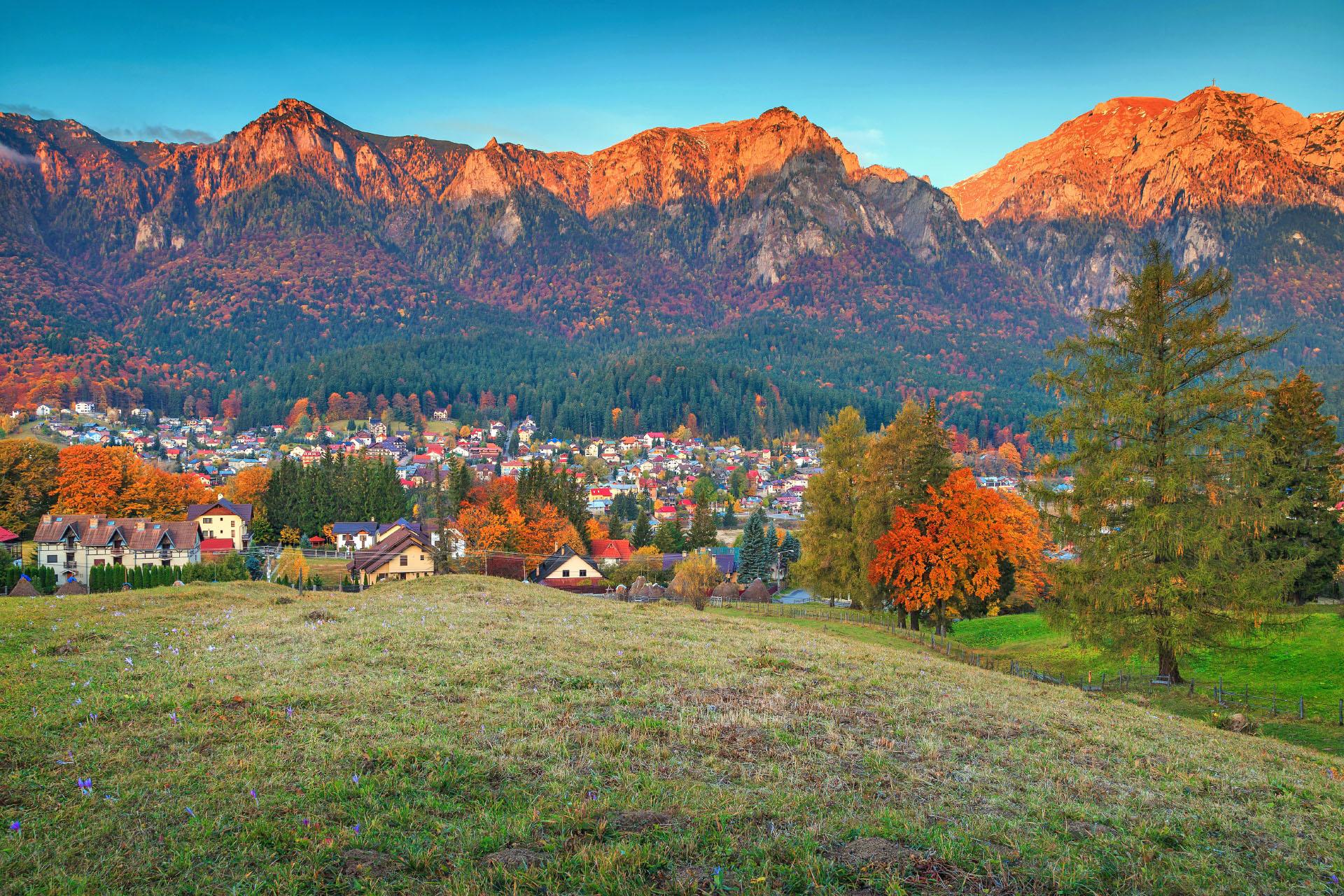 秋の朝の風景 プラホヴァ渓谷 ルーマニアの風景