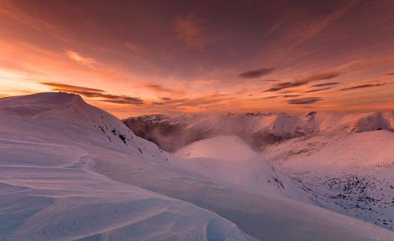 雪山の夕暮れ ブルガリアの風景