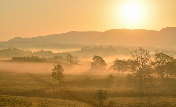 キャンプシーフェルズの秋の朝の風景 スコットランドの風景
