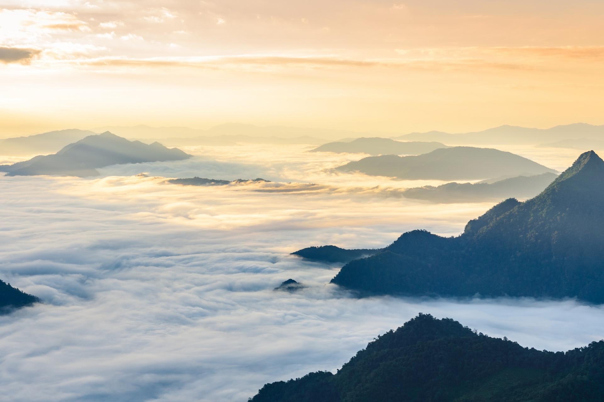 プーチーファーの日の出の風景 タイの風景