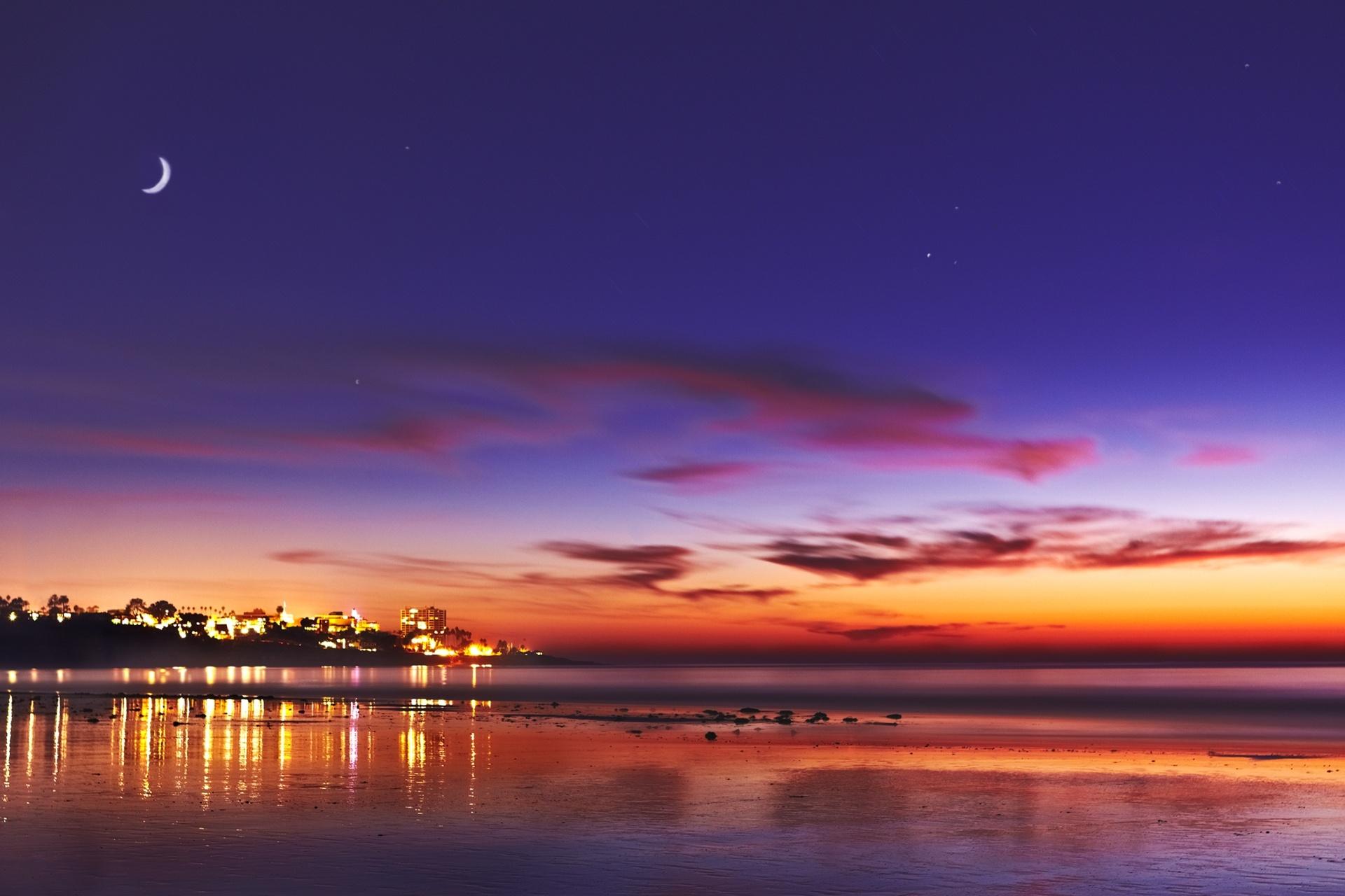 夕暮れの海岸と月 アメリカの風景
