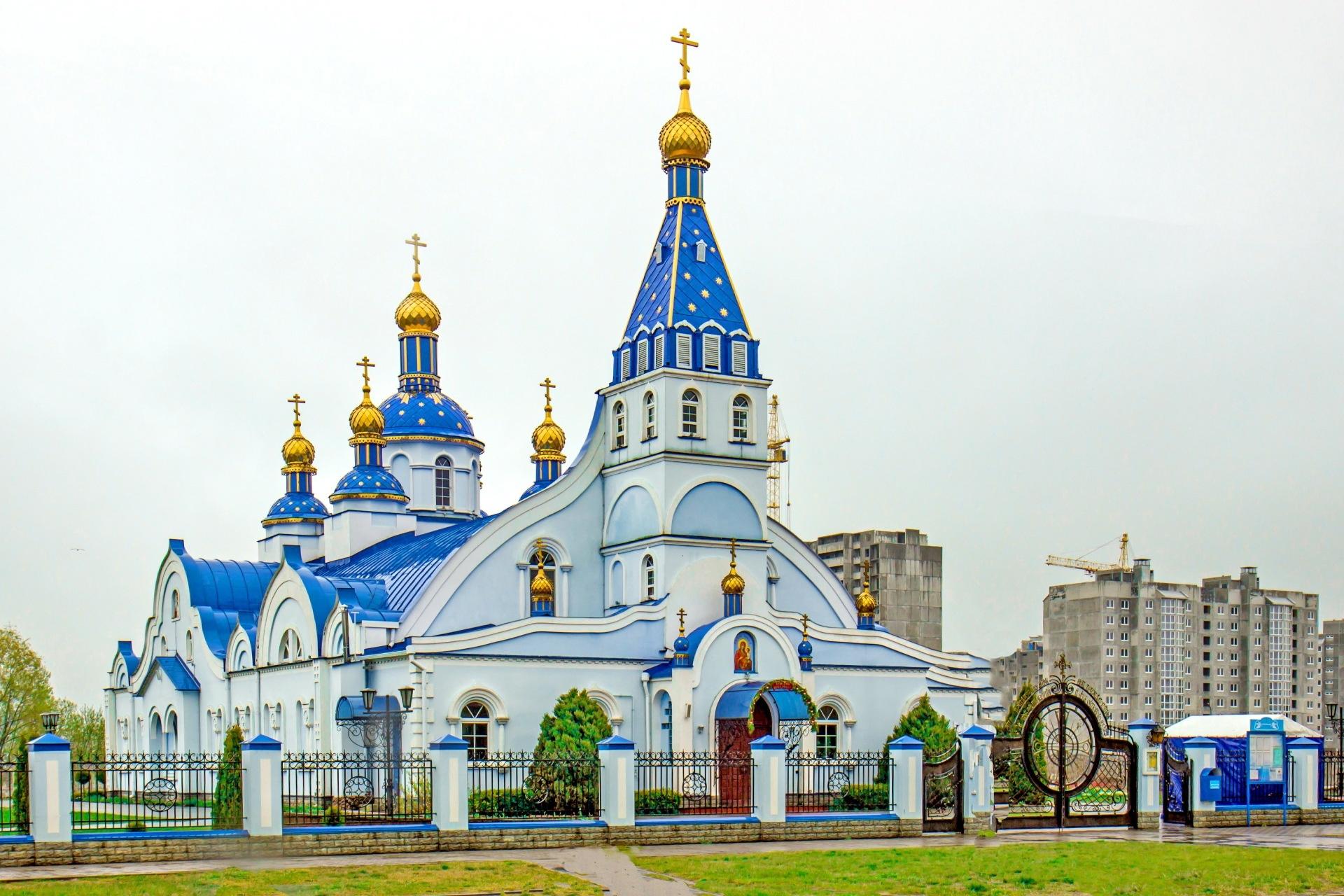 美しい教会のある風景 ベラルーシの風景