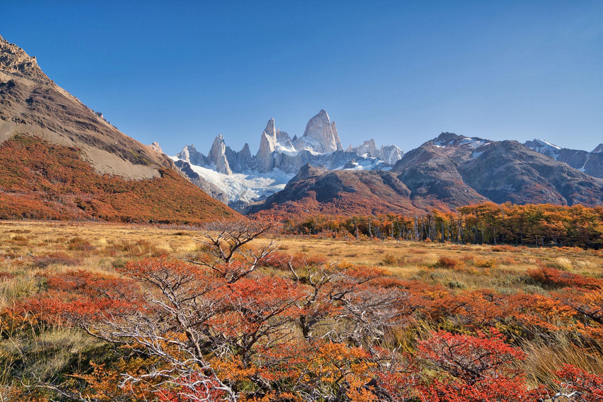 世界の紅葉風景 パタゴニアの秋 フィッツ・ロイ アルゼンチンの風景