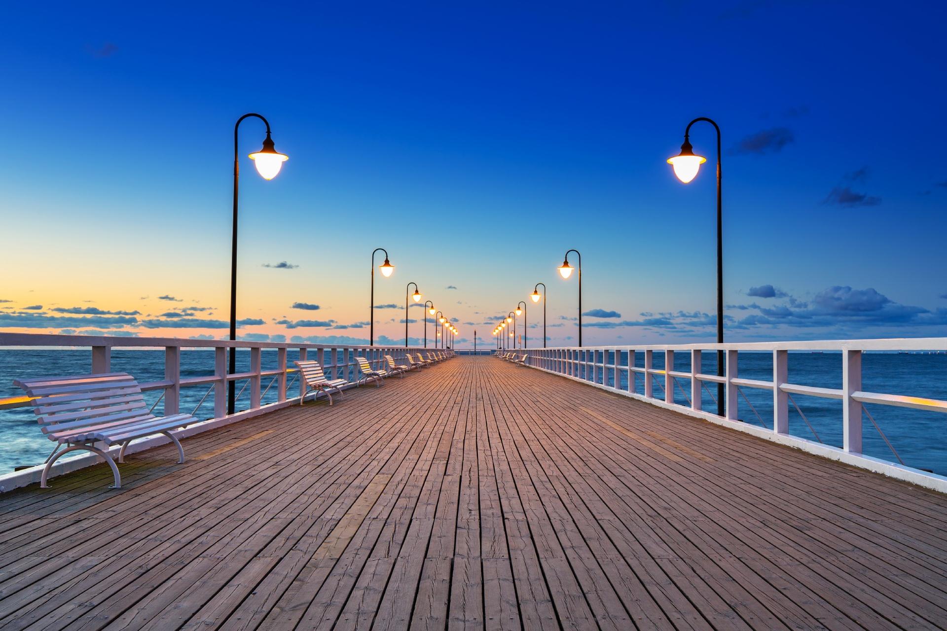 早朝の桟橋と海の風景 ポーランドの風景