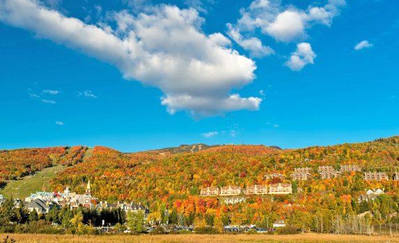 ケベック州モントランブランの紅葉風景 カナダの風景