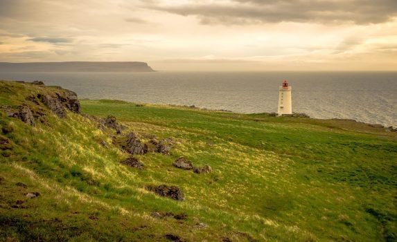 灯台のある風景 アイスランドの風景