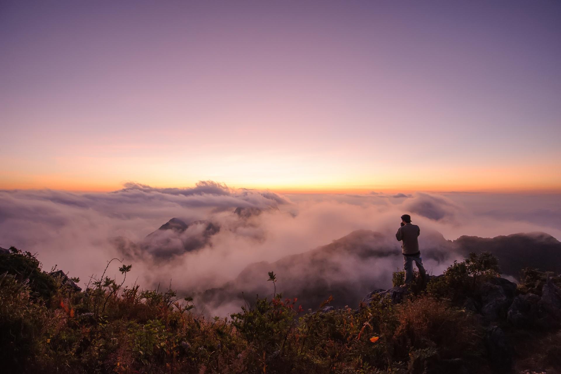 夕暮れ時の山の風景 チェンマイ タイの風景