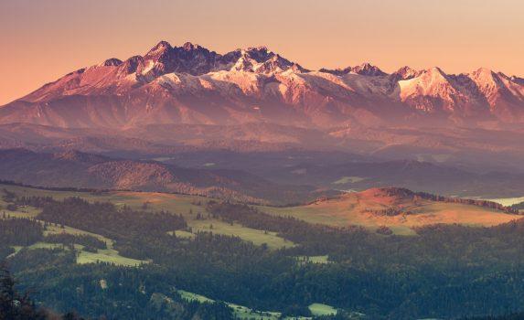 タトラ山脈の美しい朝の風景