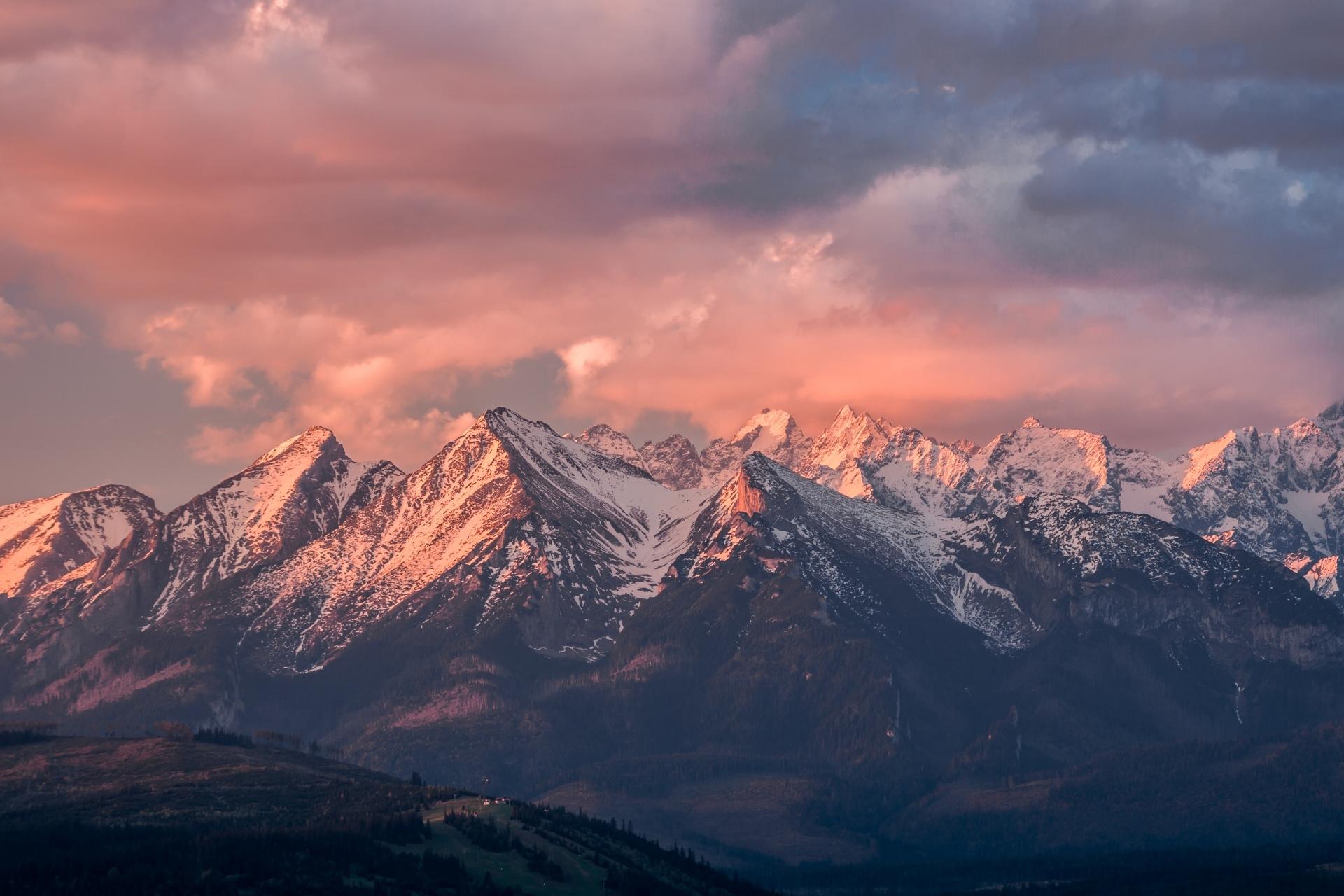 朝のタトラ山脈 ポーランドの風景