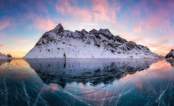 冬のラーゴ・ビアンコ(ビアンコ湖) スイスの風景