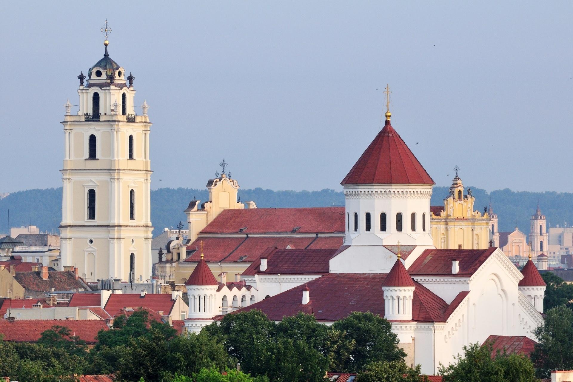 朝のヴィリニュス旧市街 リトアニアの風景