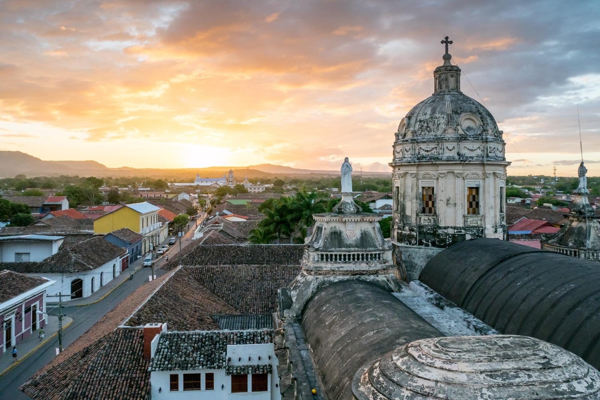 夕暮れのグラナダ ニカラグアの風景