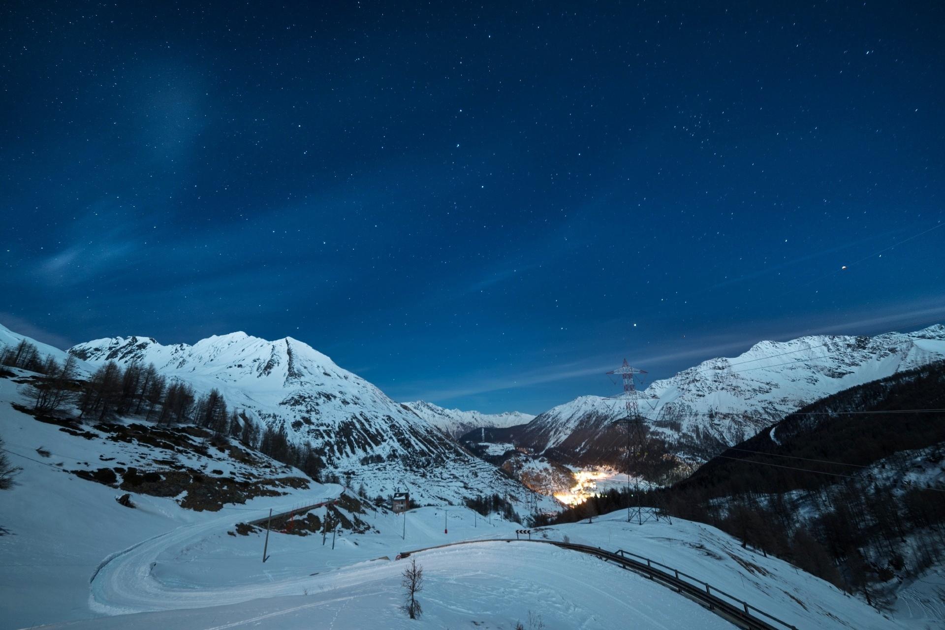 ラ・トゥイール スキーリゾート 夜の風景 イタリアの風景