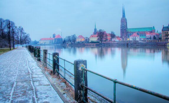 オドラ川とヴロツワフの町並み ポーランドの風景