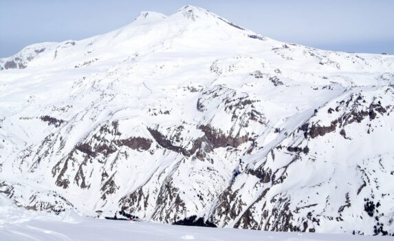 冬のエルブルス山 ロシアの風景