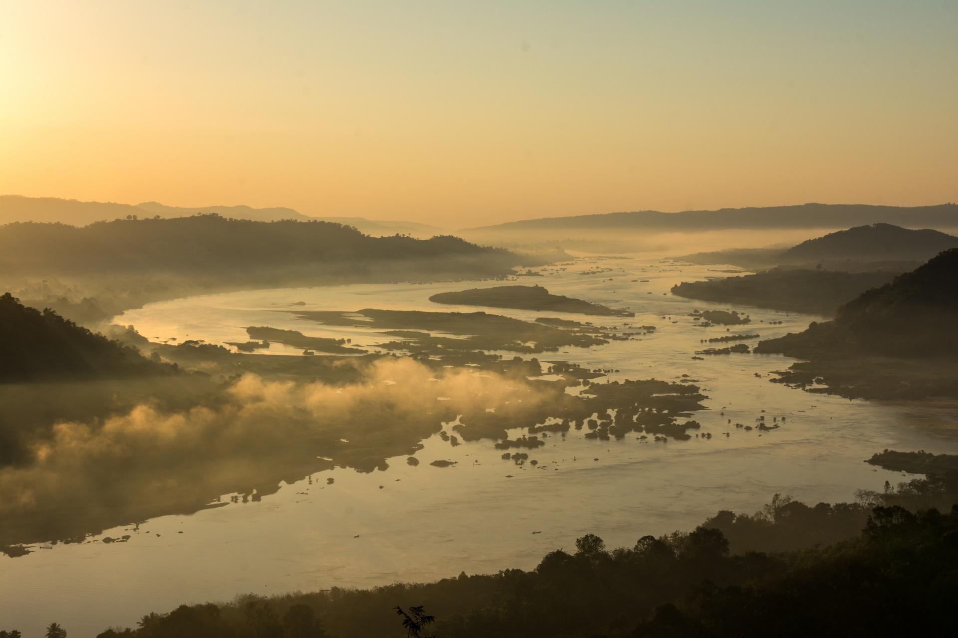 メコン川の美しい朝の風景 タイの風景