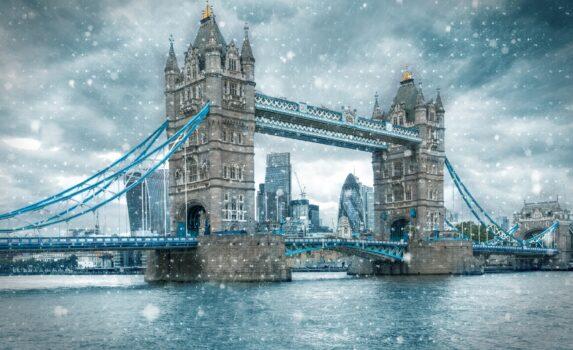 雪のロンドン タワーブリッジ イギリスの風景